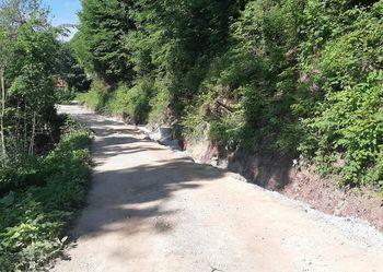 Asfaltiranje ceste na Topolu pri Medvodah
