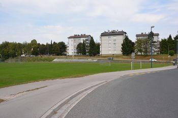 Menjava ograje ob nogometnem igrišču