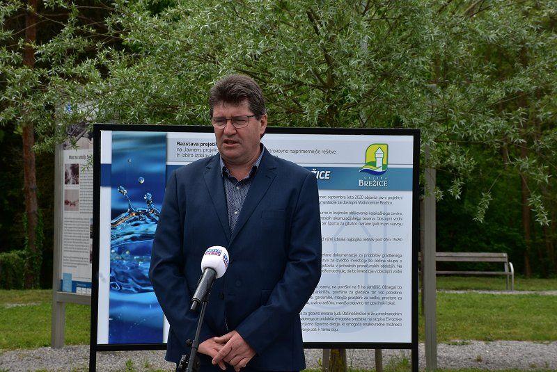 Razstava na prostem predstavlja idejne rešitve za dostopni Vodni center Brežice
