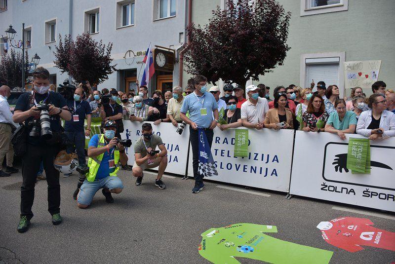 Brežice glasno pozdravile tekmovalce dirke Po Sloveniji