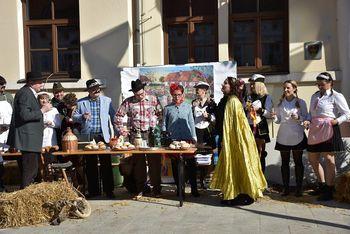 Prevzem oblast v Brežicah izpeljala novi Fašjenkov župan Srečko in proračunska kraljica