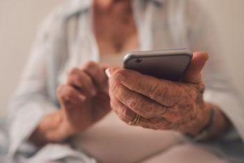 Na voljo številka za pomoč starejšim in psihosocialna podpora za občane