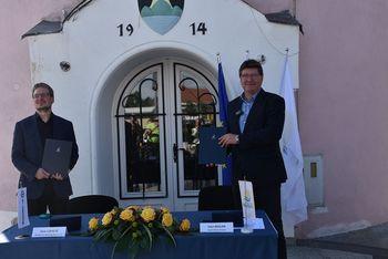 Podpisana pogodba za obnovo Vodovodnega stolpa v Brežicah