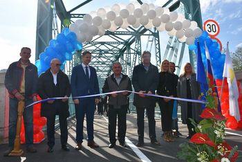 Uradna predaja obnovljenega železnega mostu privabila številne obiskovalce