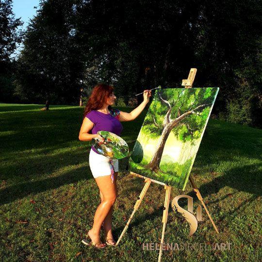 Želja po slikanju me je navdihovala že med študijem, kjer sem dodatno znanje slikanja izpopolnjevala pri dveh akademskih slikarjih, katera sta mi razkrila svet umetnosti. Rada slikam in šivam in to je bistvo življenja, kamor vložim vso svojo energijo.